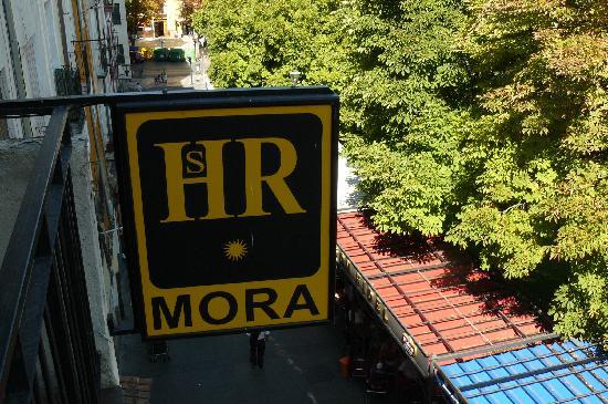 Hostal Mora: exterior