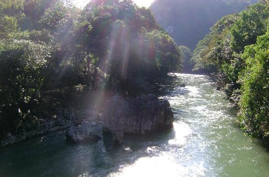 Lanquin, Guatemala : Una vista desde el puente