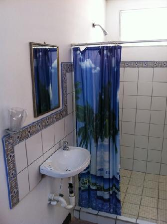 Hotel El Puerto: bathroom at El puerto