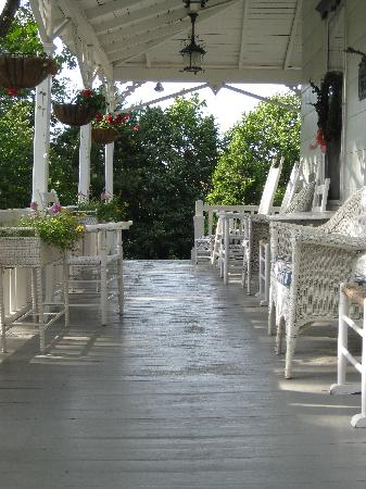 Graycote Inn: Front Porch