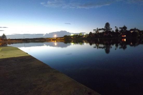 NRMA Sydney Lakeside Holiday Park: Lagoon Before Sunrise
