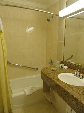 Best Western Plus Sunset Plaza Hotel: Bathroom