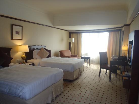 Le Meridien Kota Kinabalu: Deluxe room (facing bay)