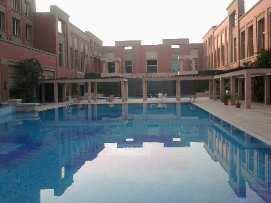 NIRVANA Hotel Banquets Club: Swimming Pool