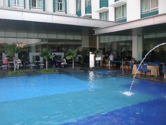 Furama Bukit Bintang: swimming pool