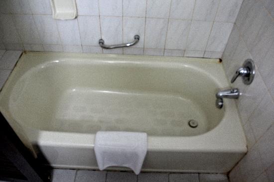 Baoshan Hotel bathtub