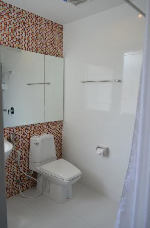 The Gallery Hotel: Bathroom, exactly the same with their photo
