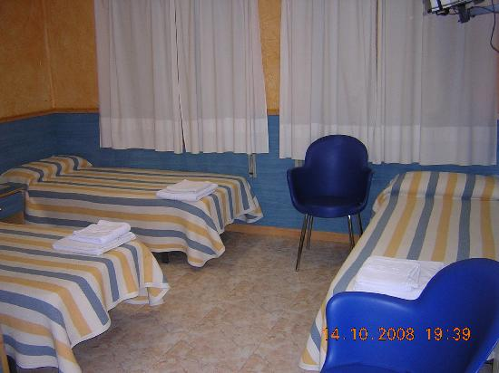 Hostal El Cartero: habitacion Triple