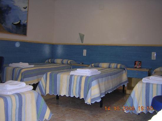 Hostal El Cartero: Habitacion cuatro camas