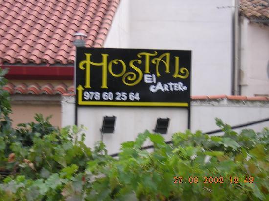 Hostal El Cartero: vista desde calle principal
