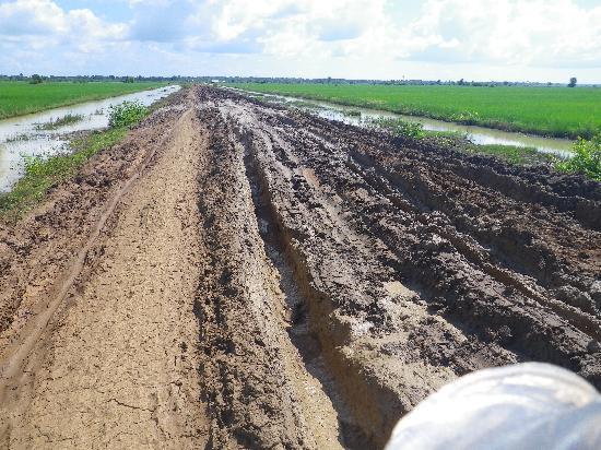 Dancing Roads Cambodia : those muddy roads