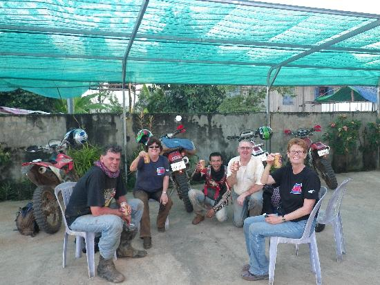 Dancing Roads Cambodia : a beer after a hard day