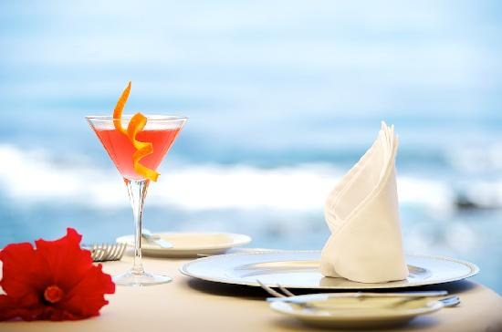 El Oceano Beach Hotel: Exquiste cuisine impecabbly presented...