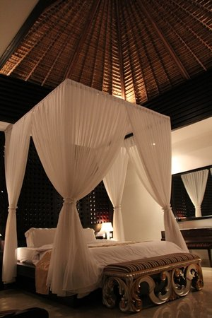 Chateau de Bali Ungasan: The main bedroom