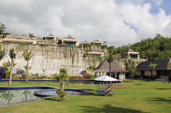Chateau de Bali Ungasan: The view of the villa complex seen from the restaurant at the valley