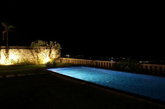 Chateau de Bali Ungasan: The private pool at night