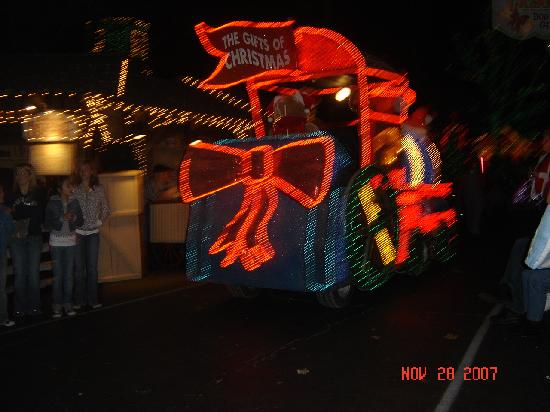 christmas parade at silver dollar city branson mo