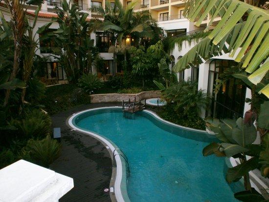 Suite Hotel Eden Mar: Heated Outdoor Pool