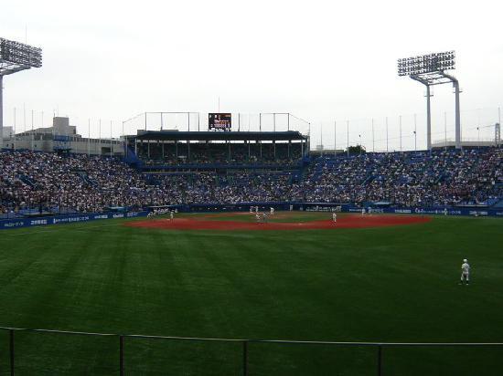 Jingu Baseball Stadium: 外野席から