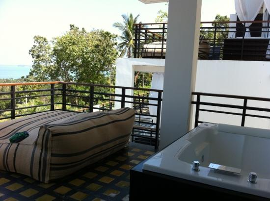 Mantra Samui Resort: jacuzzi & sun bed in the Love room