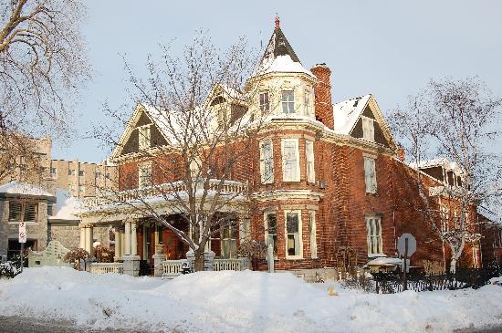 Secret Garden Bed & Breakfast Inn: Historic Secret Garden Inn