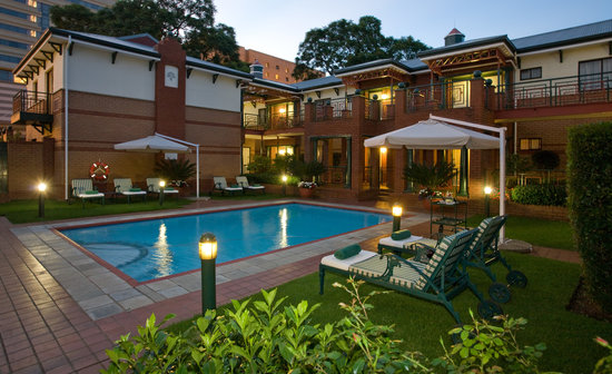 Courtyard Hotel Rosebank: Pool area