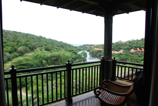 Zimbali Lodge: View from balcony. Chairs not comfortable alas!