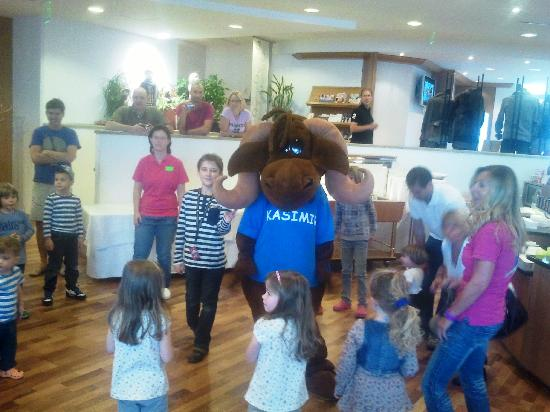 Reiters Finest Familyhotel: Daily Kasimirtanz in the morning