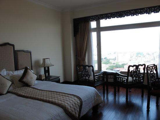 โรงแรม อิมพีเรียล: river view room on 14th floor