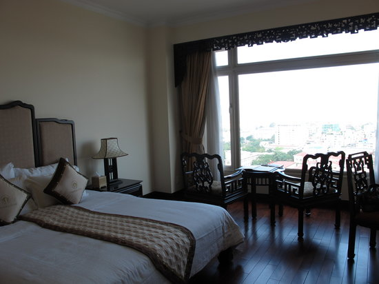 إمبيريال هوتل هو: river view room on 14th floor