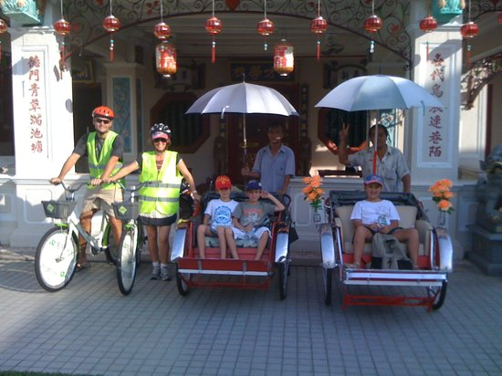 Metro Bike Easy Green Travel: Family Bicycle and Trishaw Heritage Tour