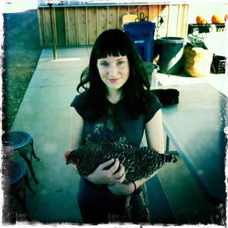 Superstition Farm : hold a chicken