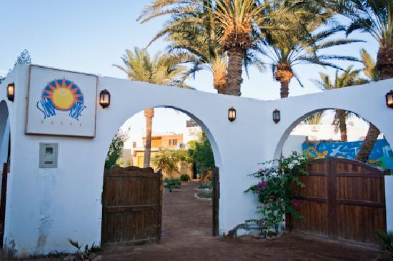 Sunrise Lodge: Entrance way to lodge