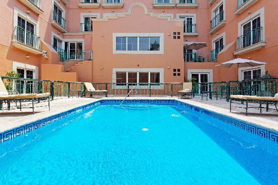 The pool - Holiday Inn Express Galerias San Jeronimo