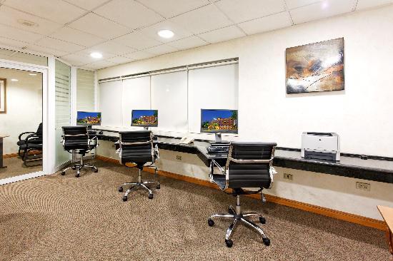 Business Center - Holiday Inn Express Galerias San Jeronimo