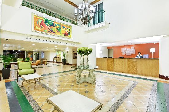 Holiday Inn Express Galerias San Jeronimo: Lobby