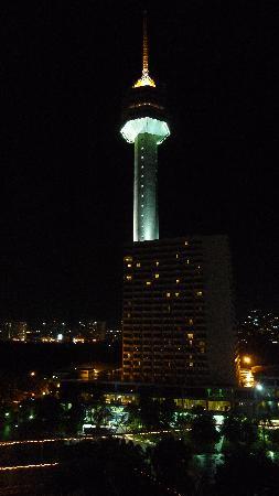 Pattaya Park Beach Resort: вид на башню отеля с нашего балкона
