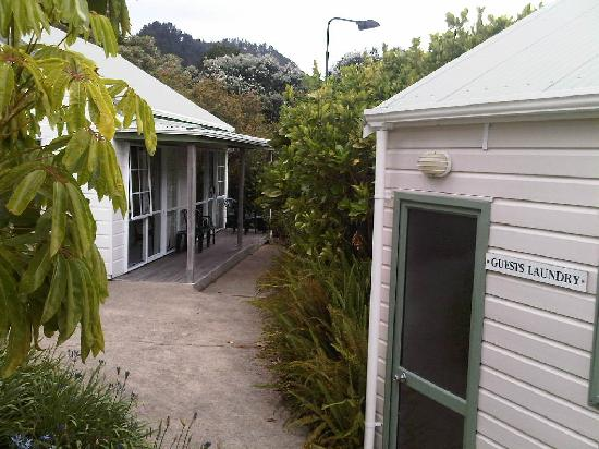 Pauanui Pines Motor Lodge: Tucked behind the laundry