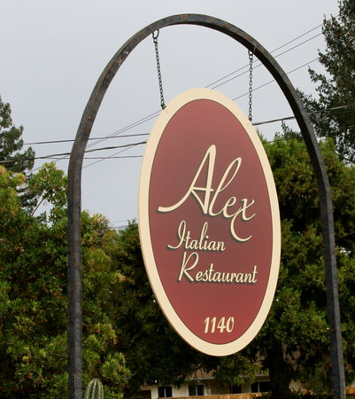 Alex Italian Restaurant: Out door sign