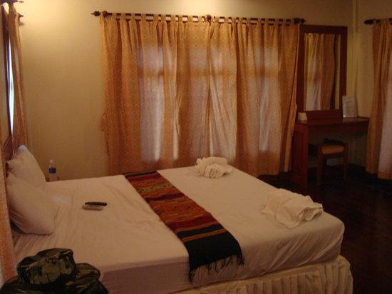 Baan E-Tu Waterfall Resort: Bedroom