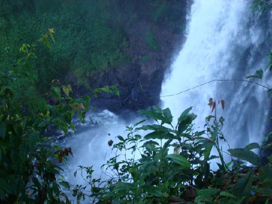 Baan E-Tu Waterfall Resort : Waterfall
