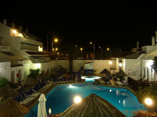 Ona Los Claveles : pool night shot