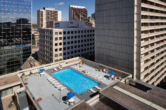 Delta Winnipeg: Odyssey Outdoor Rooftop Pool