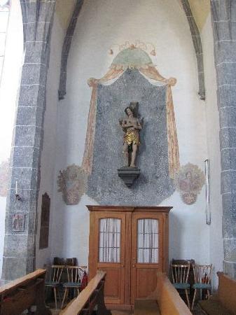Friedhofskirche St. Michael: confessional and statue Saint Sebastian