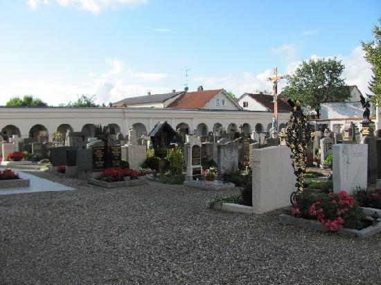 Friedhofskirche St. Michael: cemetery