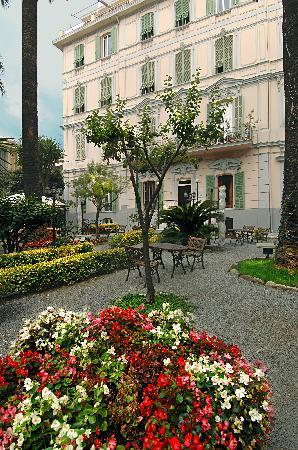 Alexander: il giardino dell'hotel