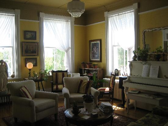 Gite Le Presbytere: Salon-Living-room