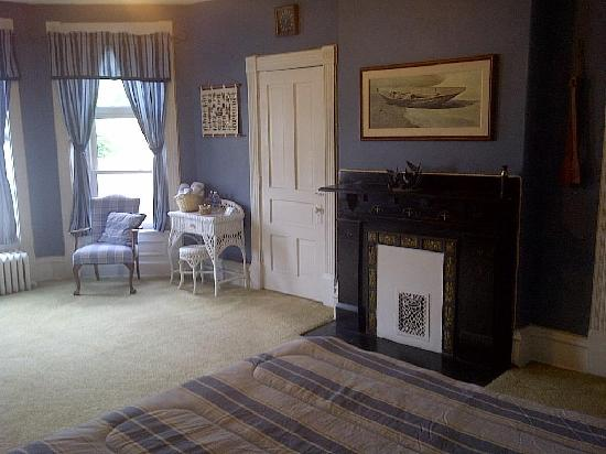 Heritage House Inn Bed and Breakfast: another view of Chesapeake Room