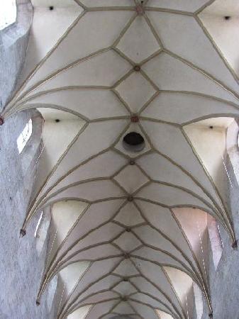 Pfarrkirche Maria Immaculata: vaulted ceiling