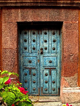 Mexicolors Gallery: Door with Bouganvillea, San Miguel de Allende